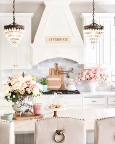 Elegant French Farmhouse Spring to Summer Kitchen - Styled With Lace - Kitchen Ideas Spring Kitchen Decor, Summer Kitchen, French Kitchen Decor, Kitchen Office, Home Design, Design Ideas, Stil Inspiration, Elegant Kitchens, French Farmhouse Kitchens