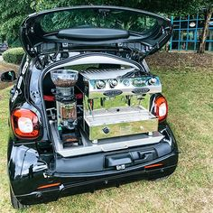 Discover our Smart Car Conversion - a vehicle which not only drives well but also produces great espresso. Start your coffee business in style today! Small Coffee Shop, Big Coffee, Coffee To Go, Mobile Restaurant, Mobile Cafe, Food Cart Design, Food Truck Design, Coffee Food Truck, Mobile Coffee Shop