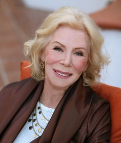 About Louise L. Hay: Louise Hay was born to a poor mother who married Hay's violent stepfather. Spiritual People, Spiritual Teachers, Art Of Love, Love Affirmations, Louise Hay, Successful Women, Real Beauty, Role Models, Beautiful People
