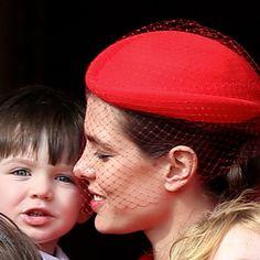 Les premières photos de Raphaël, le fils de Charlotte Casiraghi et Gad Elmaleh