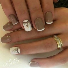 The French manicure from a long time ago stopped to be a combination of gentle pink and white.