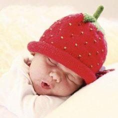 Hemmets Journal vill nu fira lilla nykomlingen, prinsessan Estelle och alla andra små nyfödda underverk genom att bjuda på en beskrivning till världens sötaste huvudbonad – jordgubbsmössan. En klas...