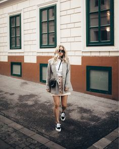 www.sophiehearts.com Blazer - Street Style - Outfit - Vans - Casual - Blond - Vienna