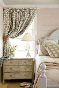 Cottage Bedroom by Kardemon Cottage Bedroom by Kardemon The post Cottage Bedroom by Kardemon appeared first on Sovrum Diy. Cottage Living, Home Living, Coastal Living, Coastal Cottage, Coastal Decor, Cottage House, Farm House, Custom Curtains, Home And Deco