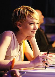 55 Adorable Long Pixie Cut Ideas - My New Hairstyles Short Blonde Pixie, Long Pixie Cuts, Short Hair Cuts, Short Hair Styles, Corte Pixie, Pelo Pixie, Pixie Hairstyles, Pixie Haircut, Haircuts