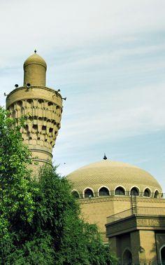 Mezquita del califa. El alminar es el original de la época Abbasí, del siglo XI. La mezquita en si, ha sufrido diversas reconstrucciones en el tiempo. Se halla en el barrio de Rusafa.