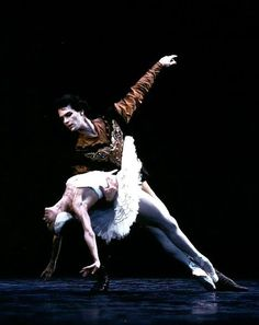Paul Chalmer answers the Gramilano Questionnaire… Dancers' Edition - Paul Chalmer with Natalia Makarova in Swan Lake - English National Ballet 1