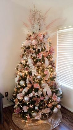 50 Rose Gold Christmas Decor Ideas so that your home tells a Sweet Romantic Story - Hike n Dip Let your Christmas Decoration spell out luxury, elegance & affluence. Here are some Rose Gold Christmas Decor Ideas for you that are simply perfect. Rose Gold Christmas Tree, Flocked Christmas Trees, Beautiful Christmas Trees, Christmas Tree Themes, Noel Christmas, Xmas Decorations, Rose Gold Christmas Decorations, Christmas Tree Trends 2018, Manaquin Christmas Tree