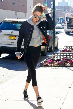 GIGI HADID Leaves Her Apartment in New York - Women's style: Patterns of sustainability Pll Outfits, Gigi Hadid Outfits, Sporty Outfits, Celebrity Outfits, Cute Outfits, Celebrity Style, Estilo Gigi Hadid, Gigi Hadid And Zayn, Gigi Hadid Style