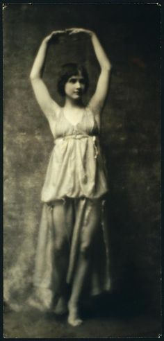 Anna Duncan (1894-1982), born Anna Denzler in Moudon, Switzerland, was one of Isadora Duncan's six adopted daughters who performed together and were known informally as The Isadorables. Photo by Arnold Genthe, circa 1916. Via Vera Violetta.