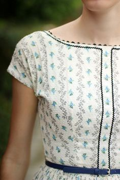 Love the scalloped t