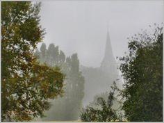 Au petit matin le clocher de l'Abbatiale St Maixent (79)