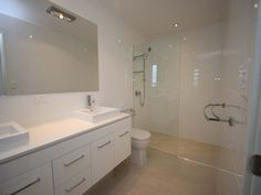 Classic bathroom design with twin basins using marble - Bathroom Photo 366756