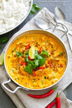 This Thai red curry is vegan, gluten-free, kosher, quick, easy. and super delicious! I loved it I can guarantee: so will you Whole Food Diet, Whole Food Recipes, Veggie Recipes, Vegetarian Recipes, Vegan Vegetarian, I Love Food, Good Food, Yummy Food, Easy Cooking