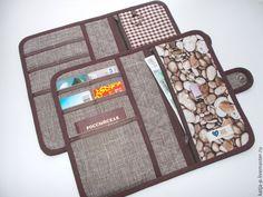 Best 12 Wallets sewing pattern with 27 pockets PDF by NapkittenPattern – SkillOfKing. Sew Wallet, Fabric Wallet, Card Wallet, Wallet Sewing Pattern, Pouch Pattern, Sewing Patterns, Sewing Tutorials, Sewing Projects, Handmade Wallets