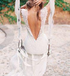 Mooi trouwkleed met kant en openrug.