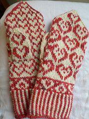 Ravelry: Heart mittens pattern by Ansku