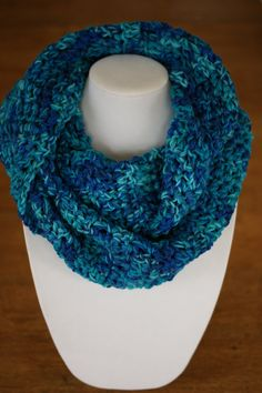 This is an unique infinity scarf, to wrap twice around the neck. Infinity scarves are the perfect and ideal accessory for any outfit, warm and comfortable! It's made with yarn nuanced in BLUE and TURQ Crochet Christmas Gifts, Christmas Gifts For Women, Crochet Gifts, Crochet Snood, Crochet Scarves, Aluminum Wire Jewelry, Circle Scarf, Loop Scarf, Cardboard Jewelry Boxes