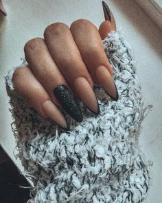 Nail art Christmas - the festive spirit on the nails. Over 70 creative ideas and tutorials - My Nails Simple Acrylic Nails, Almond Acrylic Nails, Best Acrylic Nails, Matte Nails, Gel Nails, Black Nails, Stiletto Nails, Coffin Nails, Nail Manicure