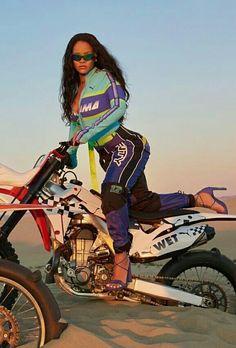 Rihanna x Fenty x Puma Moda Rihanna, Rihanna Riri, Rihanna Style, Rihanna Baby, Rihanna 2014, Rihanna Fashion, Baddie Outfits For School, Rihanna Outfits, Rihanna Photoshoot