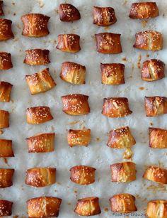 Food for thought: Μπουκιές πρέτσελ με σάλτσα τυριού Cheese Sauce, Pretzel Bites, Doughnut, French Toast, Cooking, Breakfast, Desserts, Food, Stew