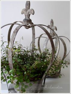 Crown with greenery Crown Decor, Decoration Shabby, Metal Garden Art, French Decor, Tiaras And Crowns, Plant Hanger, Beautiful Gardens, Container Gardening, Outdoor Gardens