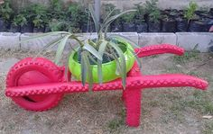 brouette pneu + pot de fleurs Tire Garden, Lawn And Garden, Upcycled Crafts, Recycled Art, Old Tire Planters, Tire Craft, Kids Yard, Used Tires, Tyres Recycle