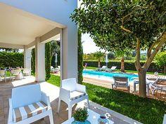 Rethymno villa rental - Outdoor siting area in the shaded veranda!