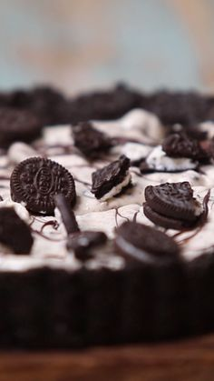 No Bake Oreo Dessert is a quick and easy no-bake dessert you're gonna love! Filled with Oreos, pudding, cool whip, and cream cheese - it's an Oreo lovers dream! Delicious Desserts, Dessert Recipes, Yummy Food, Cheescake Oreo, Oreo Trifle, Milka Oreo, No Bake Oreo Dessert, Shellfish Recipes, Love Food