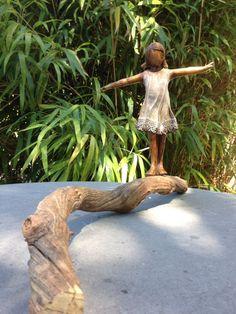 balans... (klein meisje) | Babke's Bronzen Beelden