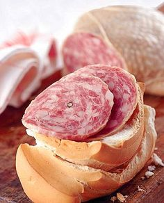 Il salame d'oca di Mortara IGP si ottiene con carni di oche nate, allevate e macellate nei territori delle regioni Lombardia, Piemonte, Emilia Romagna, Veneto e Trentino Alto Adige.