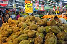 durian is a favourite 'delicacy' in Indonesia The Husk, Indonesian Cuisine, Western World, In The Flesh, Fruits And Vegetables, Southeast Asia, Branches, Harvest, King