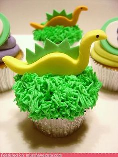 dinosaur cupcakes {dino party} - very cute Dinosaur Cupcakes, Dino Cake, Dinosaur Birthday Cakes, Animal Cupcakes, Fun Cupcakes, Dinosaur Party, Boy Birthday, Birthday Ideas, Fondant Cookies
