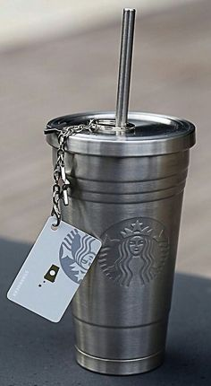 Accessories of the week - the metallic Starbucks mug Starbucks Coffee Cups, Starbucks Tumbler, Starbucks Drinks, Coffee Drinks, Coffee Mugs, Coffee Love, But First Coffee, Copo Starbucks, Café Chocolate
