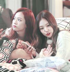 Jisoo&Jennie【GIF】#BLACKPINK #Jennie