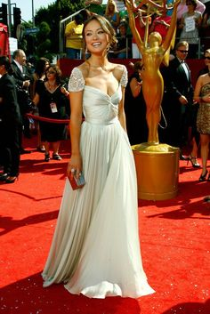 olivia wilde in a reem akra masterpiece :) #fashion Would be a gorgeous Wedding Dress! :)