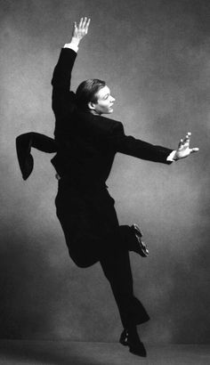 - Man in suit. It moves, jump.   Photographer: Annie Leibovitz   Source: Dancers At Work 1992
