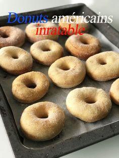 Donuts amricains inratables Je suis gourmande Mais je me soigne ! Easy Donut Recipe, Baked Donut Recipes, Baking Recipes, Cookie Recipes, Delicious Donuts, Delicious Cake Recipes, Yummy Cakes, Fall Dessert Recipes, Fall Recipes