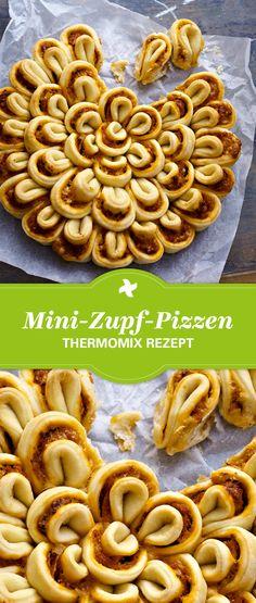 Pizza mal anders! Thermomix ® Rezept für leckere Mini-Zupf-Pizzen aus dem Rezept-Portal Cookidoo ®. Einfach selber machen und als Fingerfood genießen.