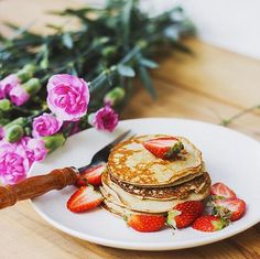 Mouth watering and easy brunch recipe: Pancakes topped with strawberries and a splash of lemon juice
