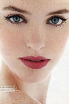 Lip might be too dark but love the black over-liner and pink blush. Classic, beautiful makeup.