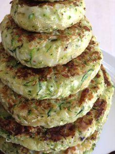 Healthy recipes - 6 recetas veganas que te harán la boca agua Veggie Recipes, Vegetarian Recipes, Cooking Recipes, Healthy Recipes, Zucchini Burger, Zucchini Patties, Healthy Snacks, Healthy Eating, Healthy Carbs
