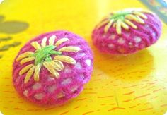 Make Fabric Covered Buttons {tutorial}