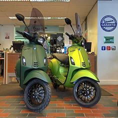 Vespa Sprint Mat Army Green of Green Lemon | Perry Scooters