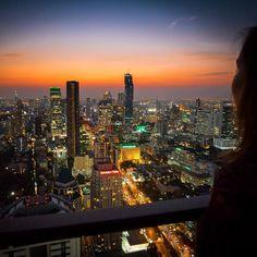Ah #bangkok always beautiful messy chaotic and vibrant  #cocktail #sunsetdrinks #sunset #twilight #orangesky #skyline #bangkoksunset #bangkokskyline #rooftopbar #rooftopdrinks #banyantreebangkok #moonbar by onceinalifetimejourneys