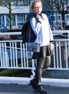 Outfit: Zara Longblouse with fake leather pleated skirt in Rotterdam