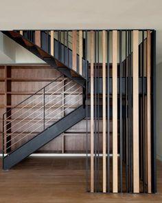 21 idées de claustra à absolument avoir chez soi ! Modern Stair Railing, Stair Railing Design, Metal Stairs, Stair Handrail, Staircase Railings, Modern Stairs, Staircase Ideas, Screen Design, Commercial Stairs