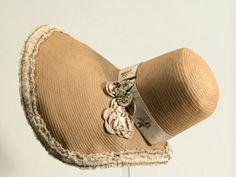 Leghorn bonnet 1830 - 35 - if you've a passion of period hats and bonnets, this is THE place to read and gaze. Historical Costume, Historical Clothing, Vintage Outfits, Vintage Fashion, Vintage Hats, Victorian Fashion, Rush Dresses, Victorian Hats, Victorian Life