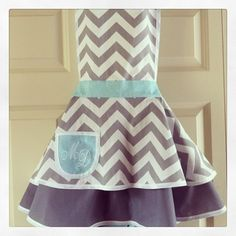 Enter to win a GORGEOUS vintage apron from Mama and Madison and Wildflower Studio! http://www.wildflowerstudiophoto.com/blog/?p=12464#