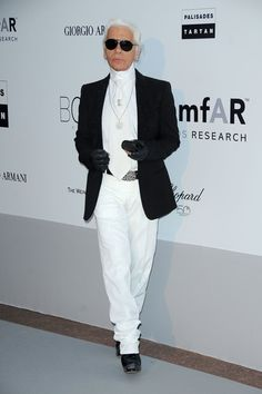 Karl Lagerfeld Blazer - Karl paired his all white ensemble with a black blazer.